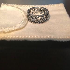 Rare James Avery XOXO Dogwood Flower ring